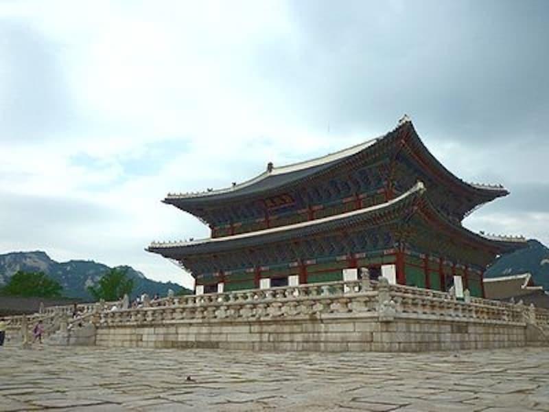 敷地内には博物館もあり。ソウル観光の記念撮影スポットでもあります