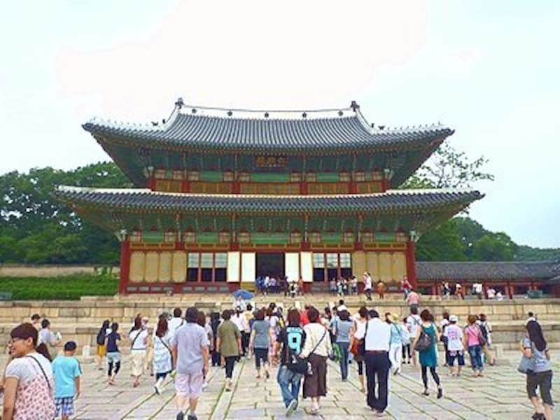 ソウルで見ることのできる世界遺産ならどれか1つでも見ておきたいですね。写真は昌徳宮の一部。