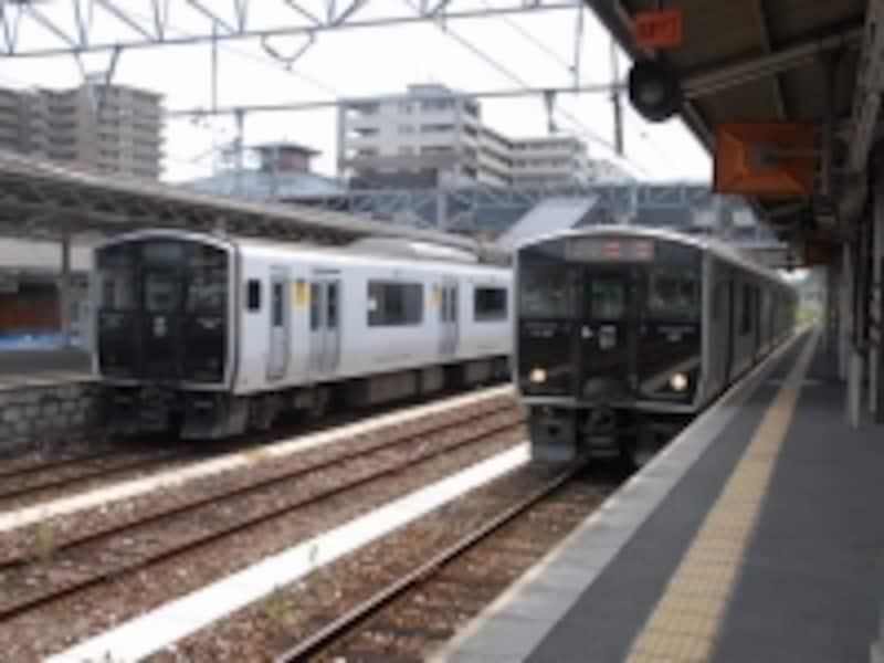直方駅の電車