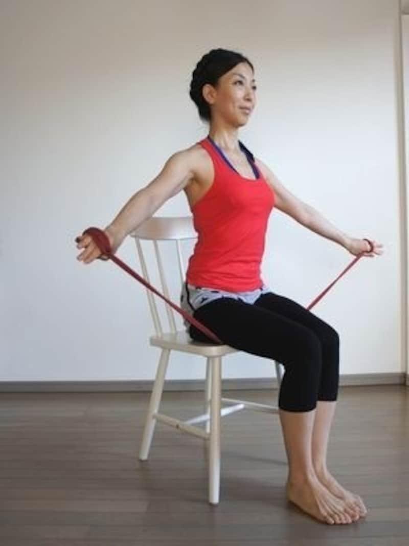 背筋を伸ばして座る