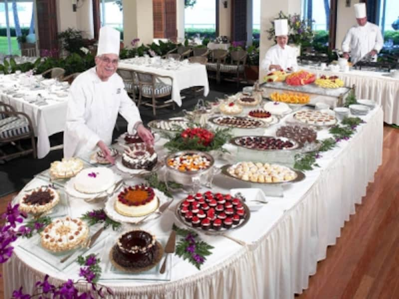 デザートも迷ってしまうほど!定番の朝食ブッフェメニューには見られないスペシャルがたくさん登場します