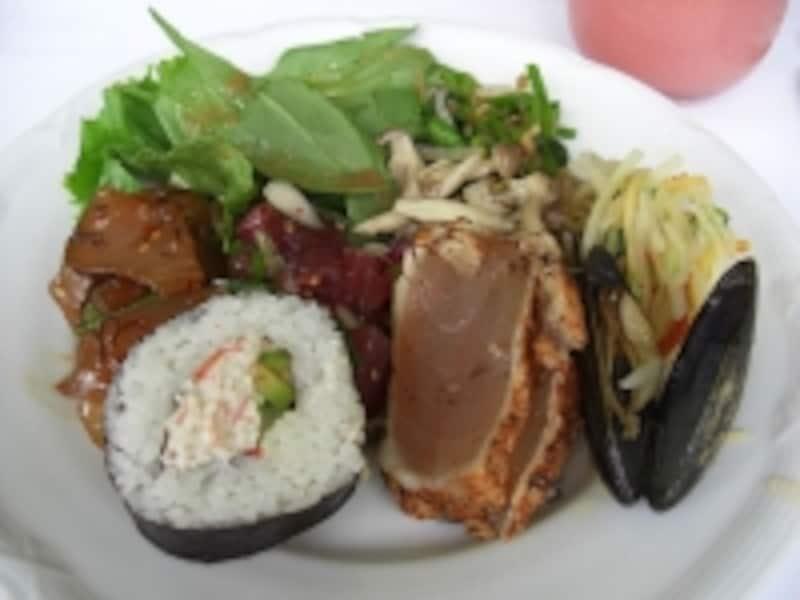 サラダやシーフードなど前菜も豊富。グリーンパパイヤのサラダが美味