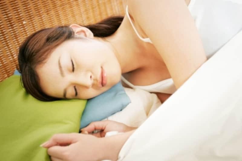 眠る女性イメージ