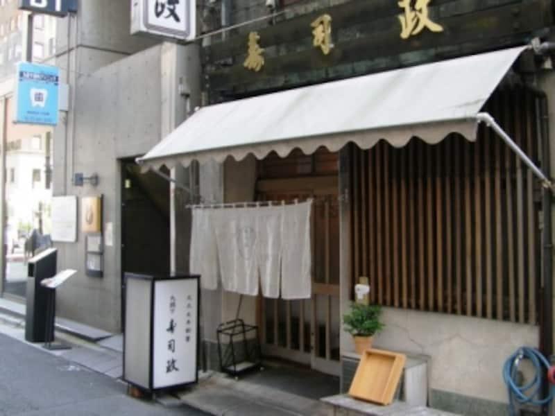 九段下駅からほど近い同店店頭