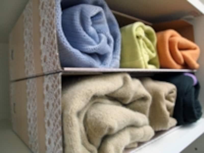 100均グッズを使った洋服収納のコツ。文房具(ファイルボックス)も収納に利用