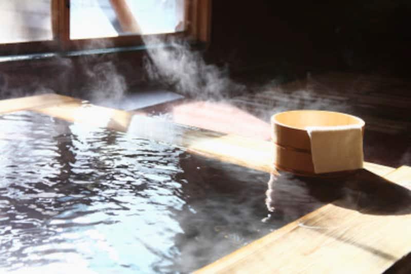 自宅でゆっくり浴槽に浸かるときは、市販の入浴剤を入れるのもお薦め。温泉気分に浸りながら、リラックスして副交感神経を刺激できそう