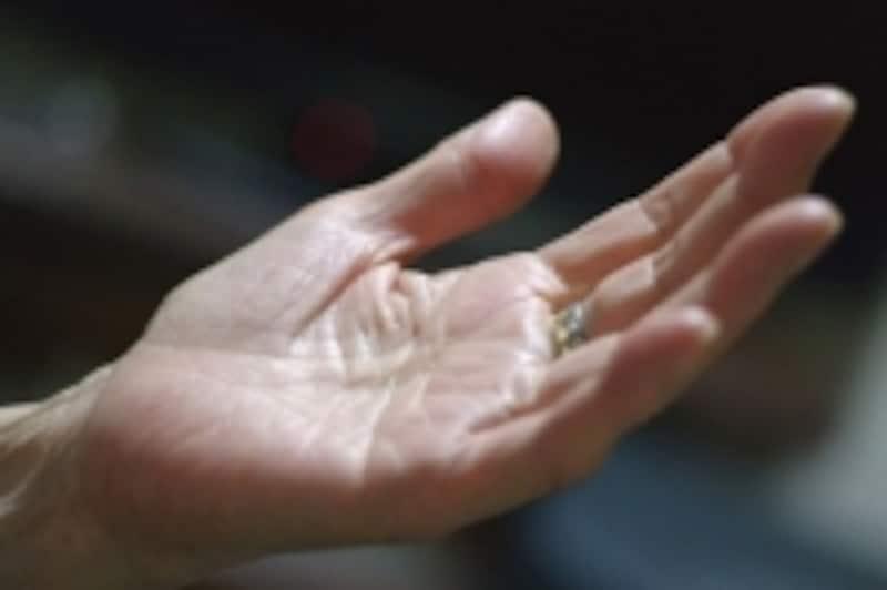 満足を表現した手