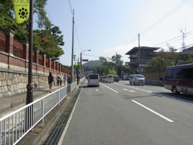 京都国立博物館とハイアットリージェンシー京都、七条通