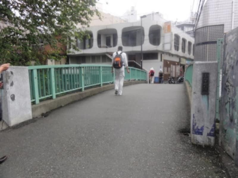 かつてこのあたりは「字undefined清水川」という地名で、その名前にちなんだ橋なのだそうだ。