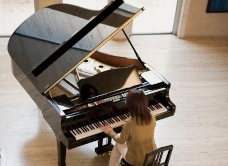 グランドピアノは250キロ以上!自宅にお持ちの方は、ぜひ対策をとってください