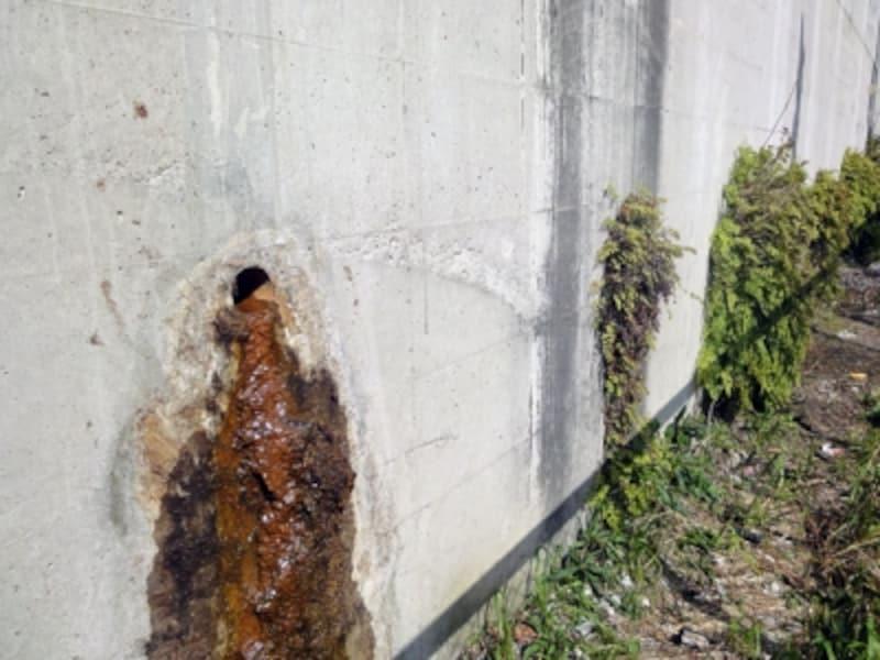 腐った状態の水抜き穴