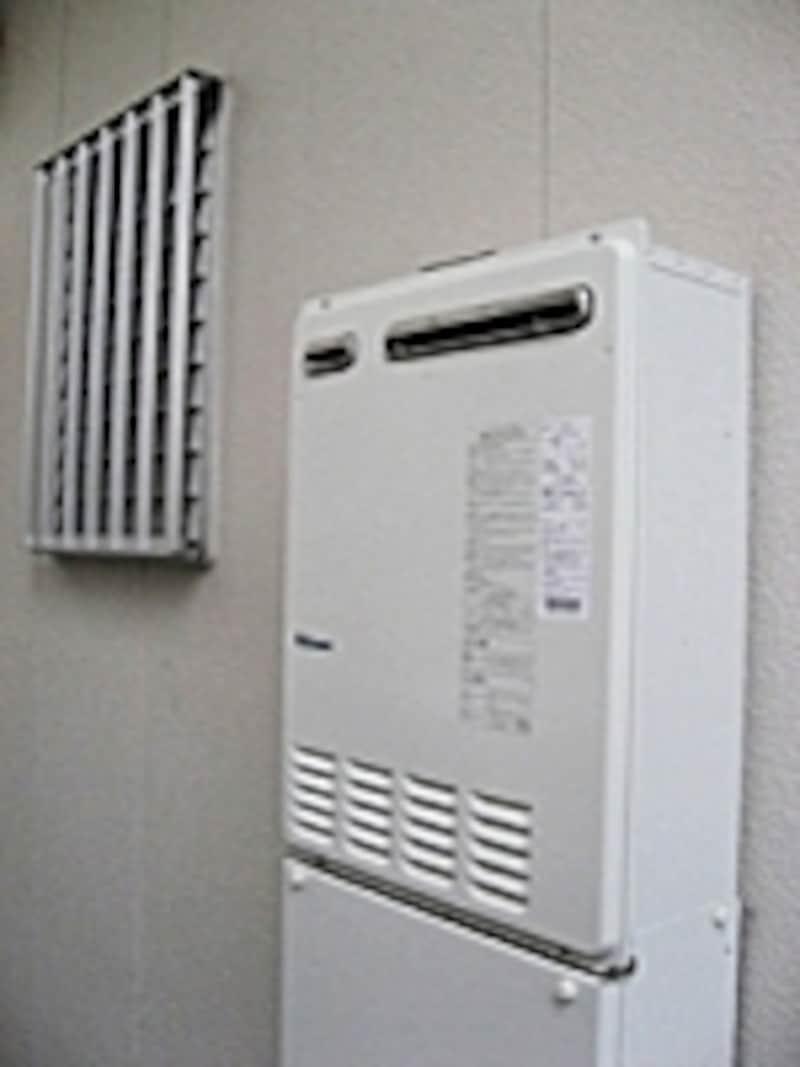 undefined壁掛け式のエコジョーズ。限られたスペースでもすっきりと設置可能