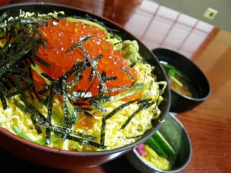 色鮮やかな「錦(にしき)丼」