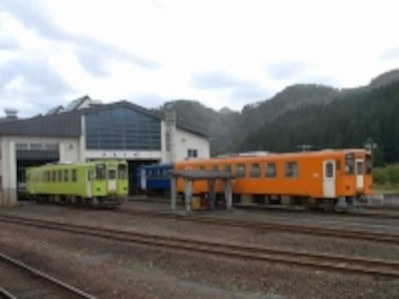 カラフルな内陸線の列車