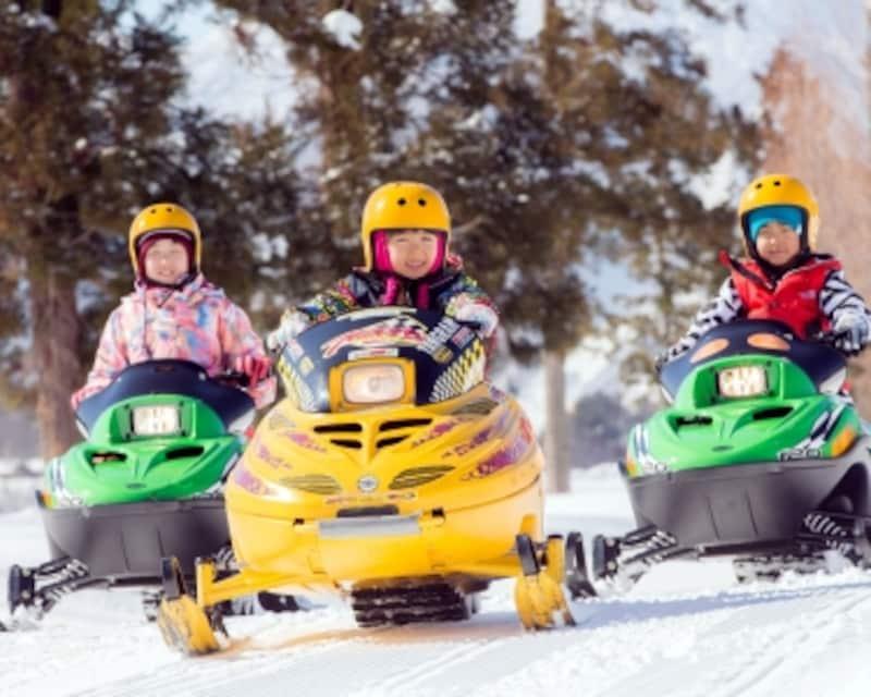 子供スキーデビュー、子連れスキーホテル・旅行・泊まり スノーモビル