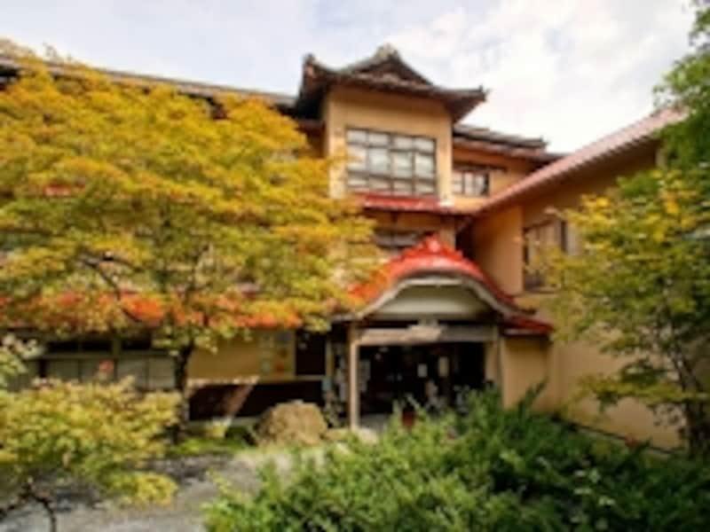 鉛温泉藤三旅館旅館部玄関