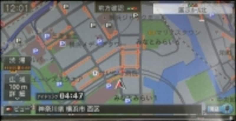 破線がプローブ情報を活用したカロッツェリアのスマートループ渋滞情報。実線がVICS渋滞情報。スマートループ渋滞情報のほうが圧倒的な情報量