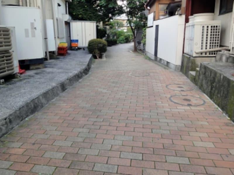 水路跡の歩道
