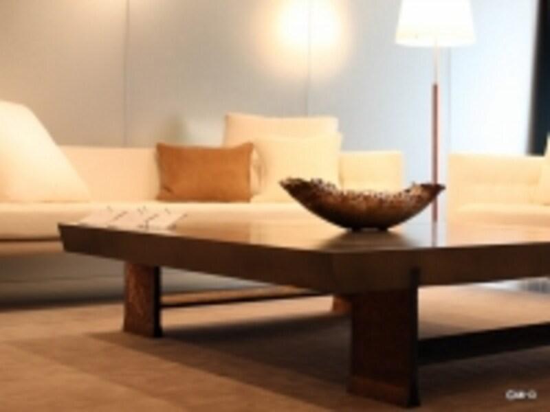 ローテーブル「TADEUS」(デザイン:フィリップ・ユーレル)Y4,410,000