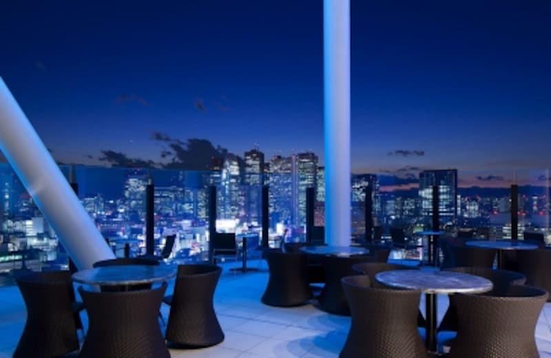 西新宿の夜景がみえる「テラス」