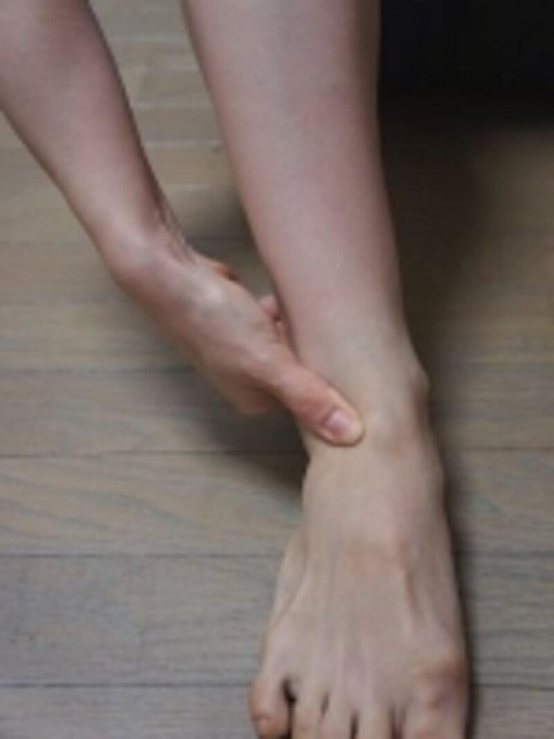 足首の前面部分を刺激