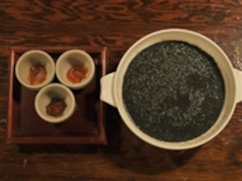 タコ、ホタテの干物、チャンジャを添えて。1,050円(撮影:鈴木淳)