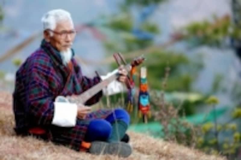 ブータンの民族衣装:男性のゴ