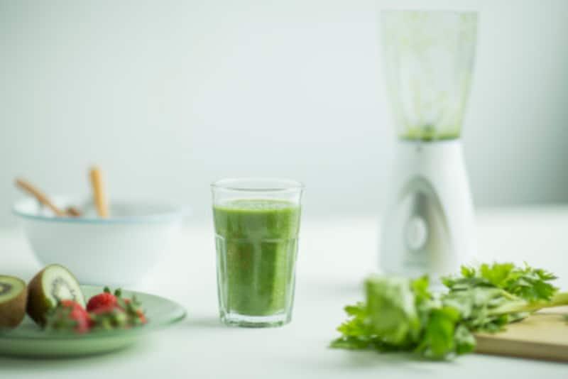 手作りの野菜や果物ジュース、流行のスムージーなどはリセット朝食に最適!