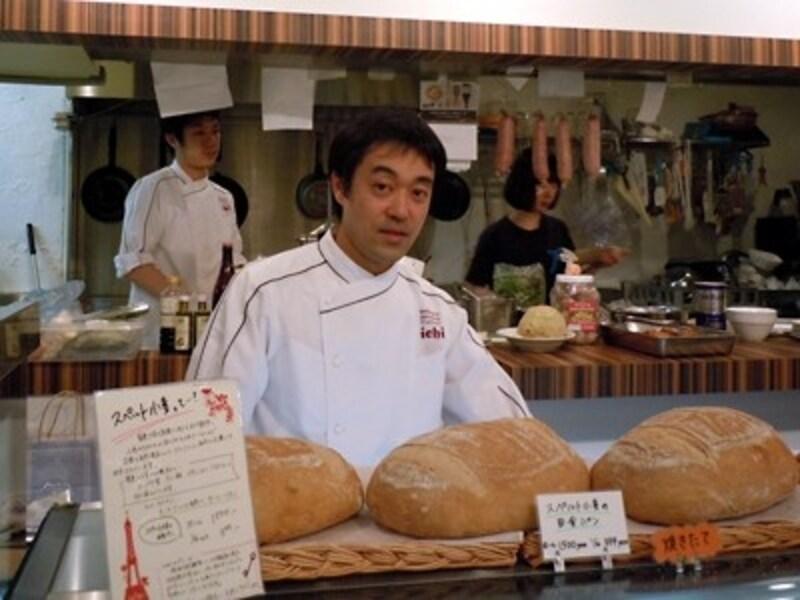 市毛理さんundefinedシャルキュティエの別府功介さん、カフェ料理と惣菜担当の市毛朋子さん。