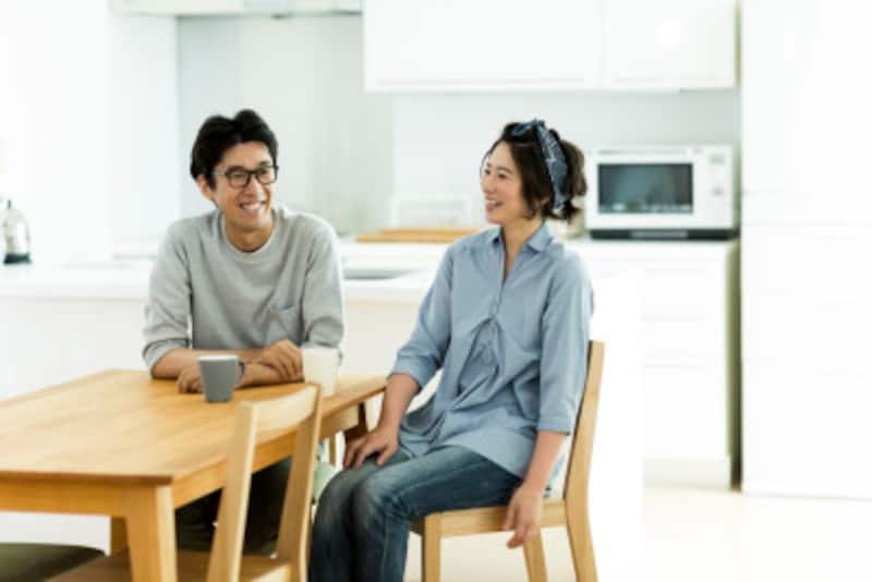夫婦が生活をともにしないことで冷静な判断やスムーズな話し合いができることが「お試し別居」のメリットです