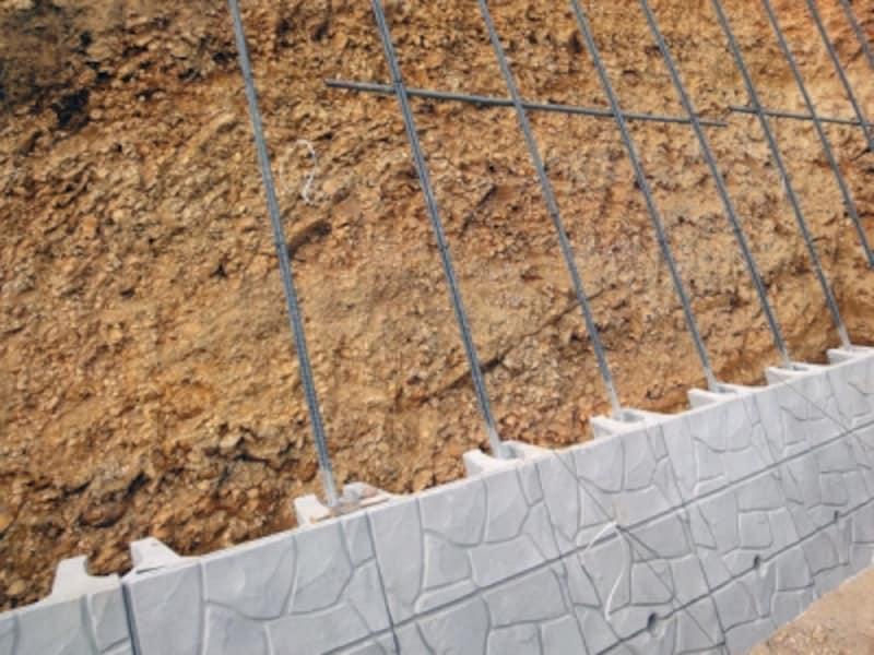 擁壁の種類と強度。大谷石や間知石など