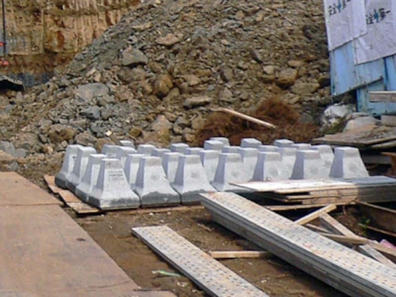 工事前の間知ブロック