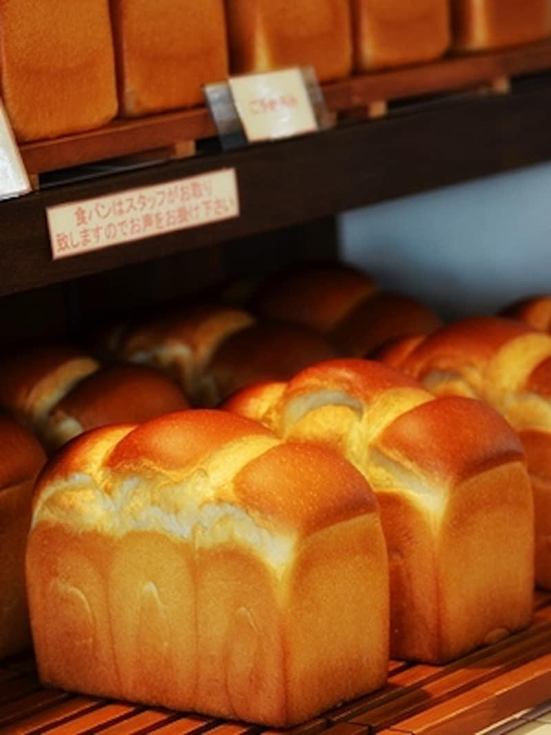 下段は世田山食パン(580円)、上段は世田谷食パン(580円)