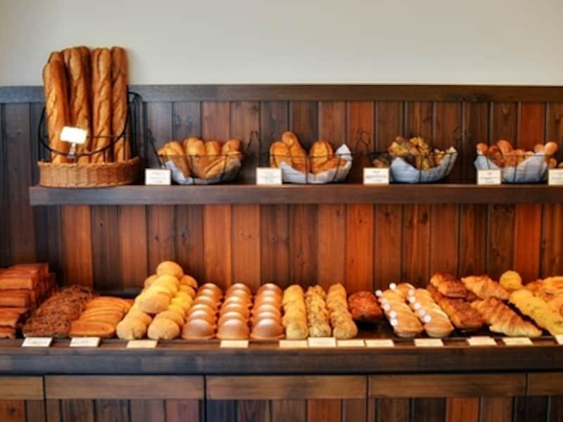 ハード系パン好きの私は、フランス産の粉・水・塩で作られた「Sバゲット」(300円)も忘れずに購入。こちらも充実したおいしさでした。