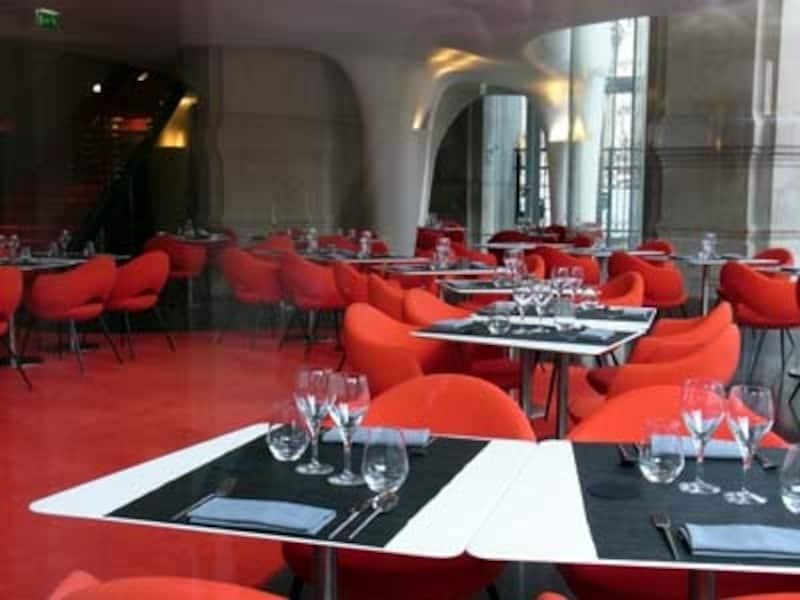 レストラン「L'Opera」の1階の内部