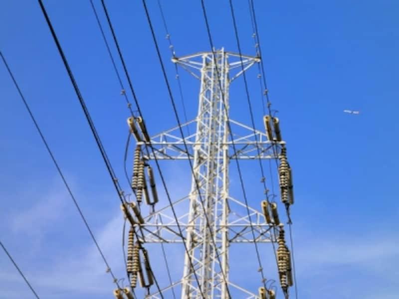 鉄塔に張り巡らされた送電線