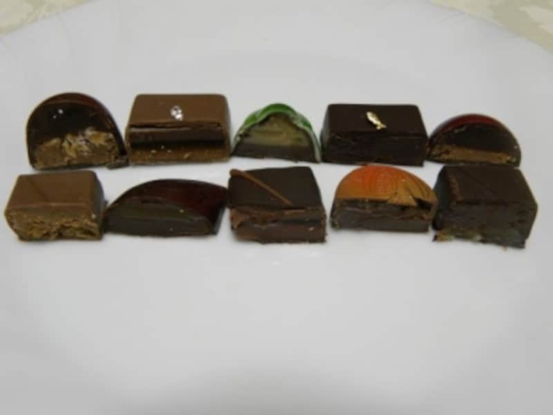 「L'AVENUE ラヴニュー」に入った10粒のボンボンショコラ断面。