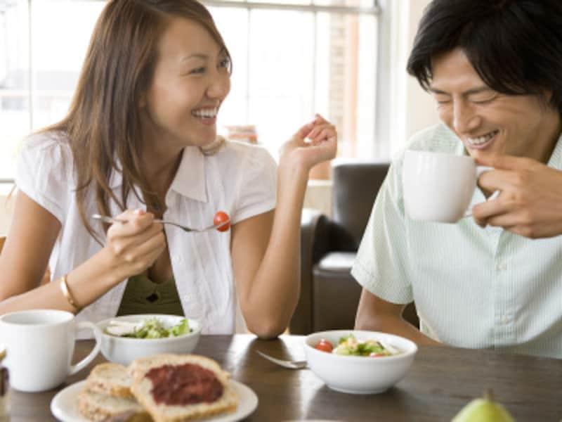 女性から恋の相談をされるのは、その男性を信頼している証拠。好意的に受け止めて。