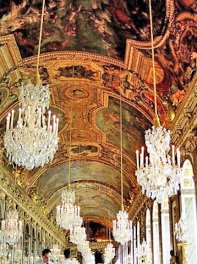 ルイ14世を描いた鏡の間の天井画