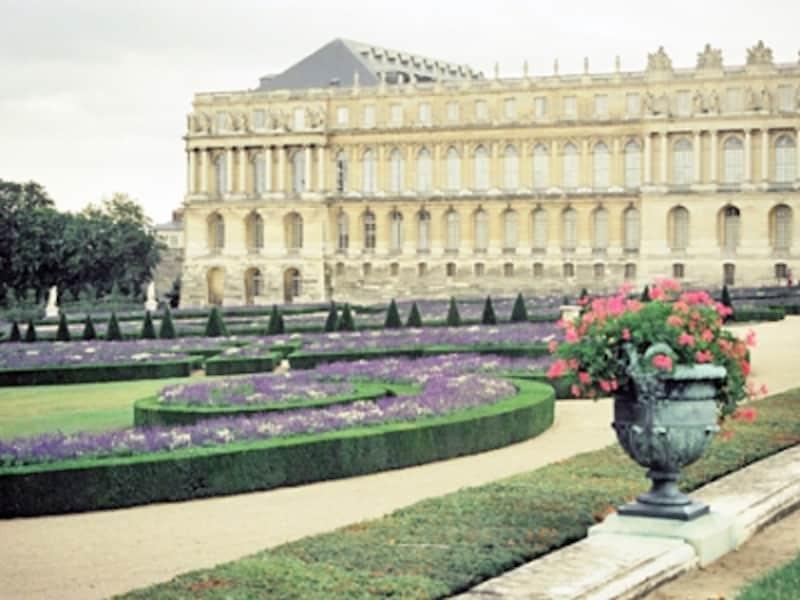 宮殿と幾何学式庭園