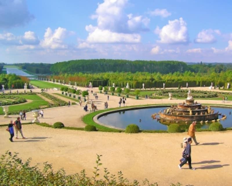 ラトナの泉から緑の絨毯、グラン・カナルを眺める