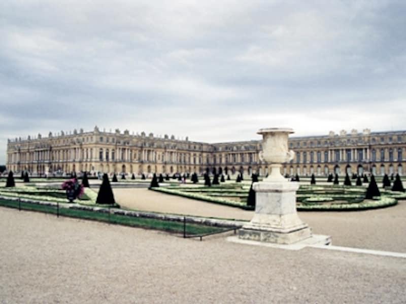 南花壇から見上げたベルサイユ宮殿