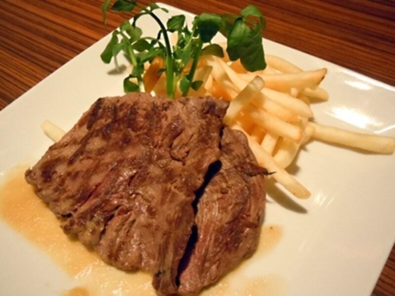 ポテトのフリットと網焼きステーキ(1400円)