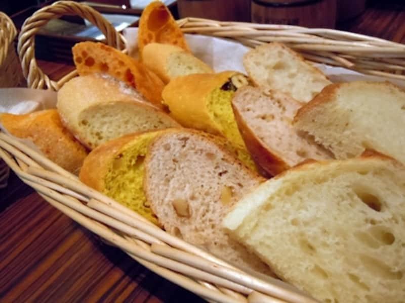 各種パンの盛り合わせ(これで約2人分)