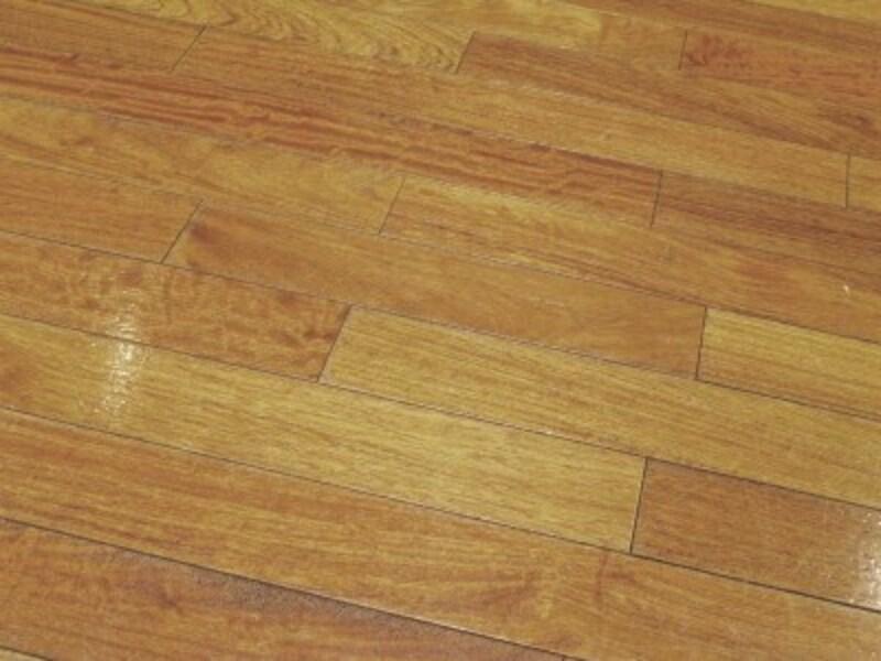 床のフローリングリフォームは解体が手間。
