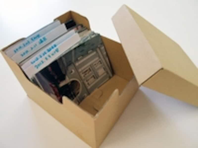 写真の収納アイデア1位:ズボラ~ボックスでひとまとめ保管!