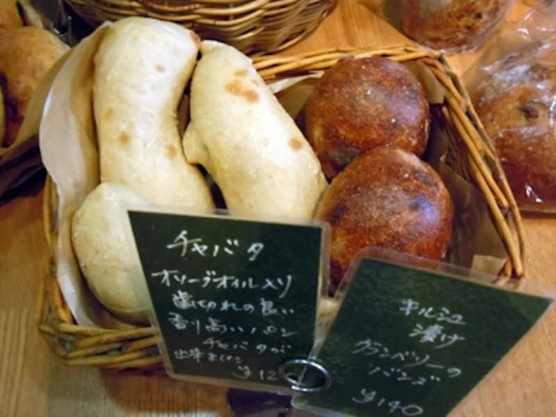 チャバタ(120円)も人気の食事パン