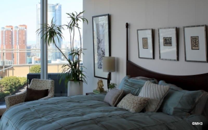 主寝室。ルーフバルコニー越しに六本木ヒルズを望む