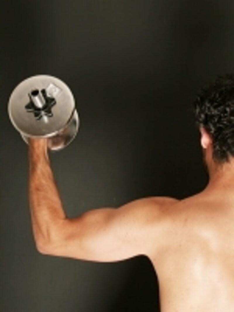 デリケートな肩周りを鍛えるなら、ダンベルよりもチューブがおすすめ