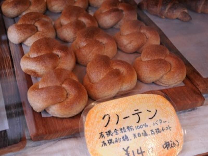 クノーテン(140円)ほんのり甘いロールパン